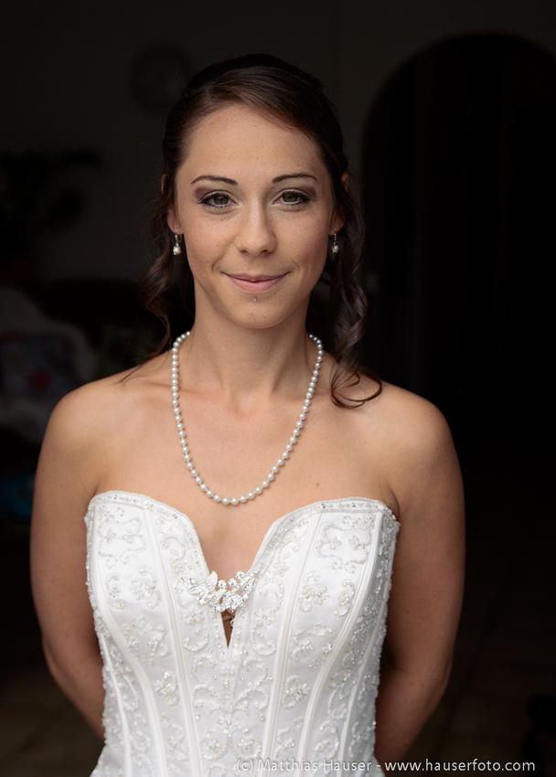 Hochzeit - Braut im Hochzeitskleid