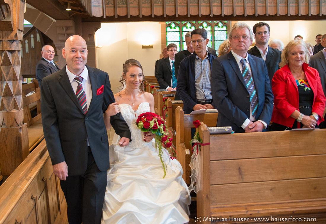 Hochzeit - Einzug der Braut mit ihrem Vater in die Kirche