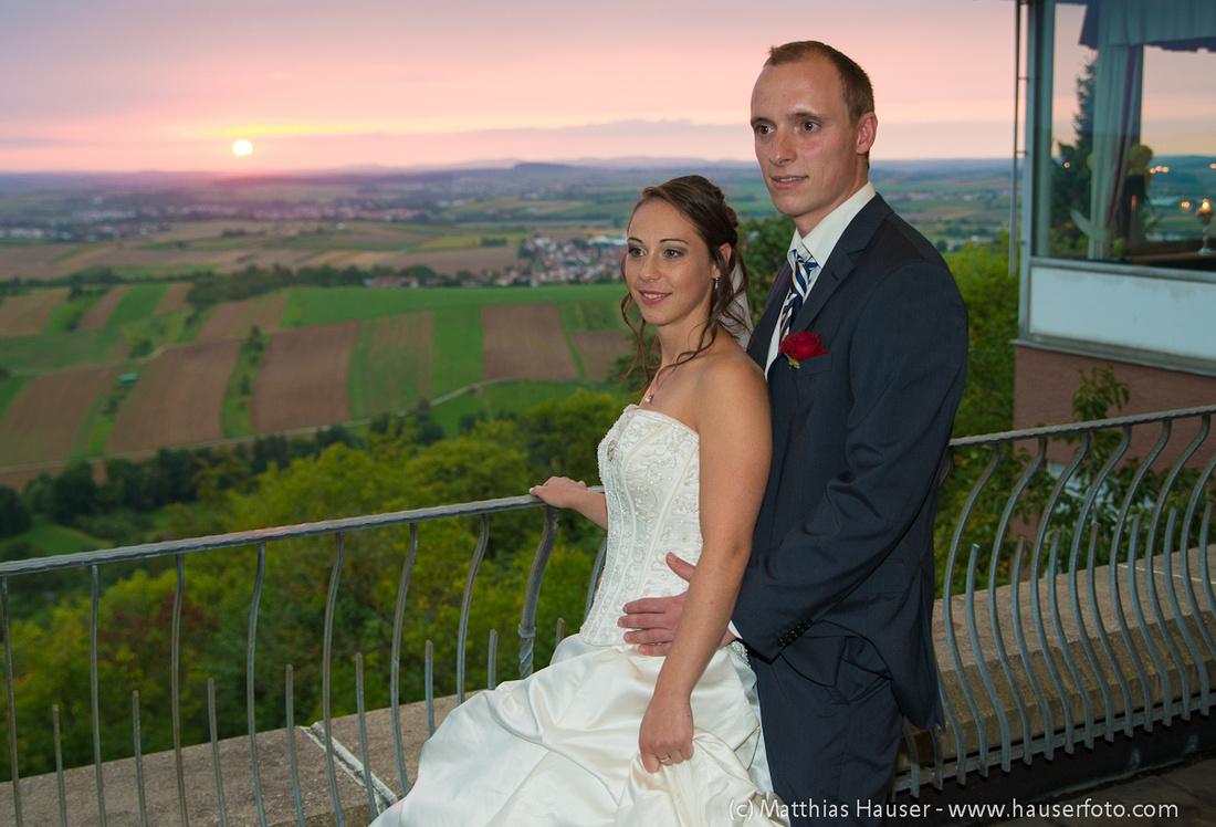 Hochzeit - Brautpaar auf der Terasse - Burghotel Schöne Aussicht Winnenden