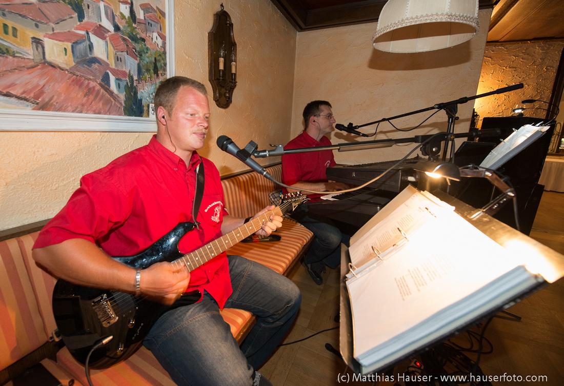Manne und Danne von der Partyband Gehrenberg Express spielen auf einer Hochzeit