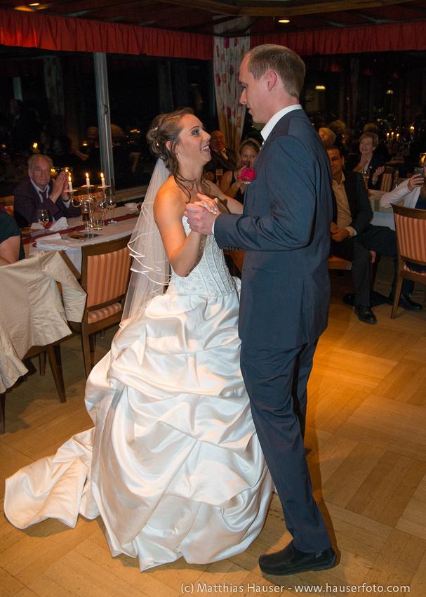 Hochzeitspaar - Braut und Bräutigam beim Hochzeitstanz