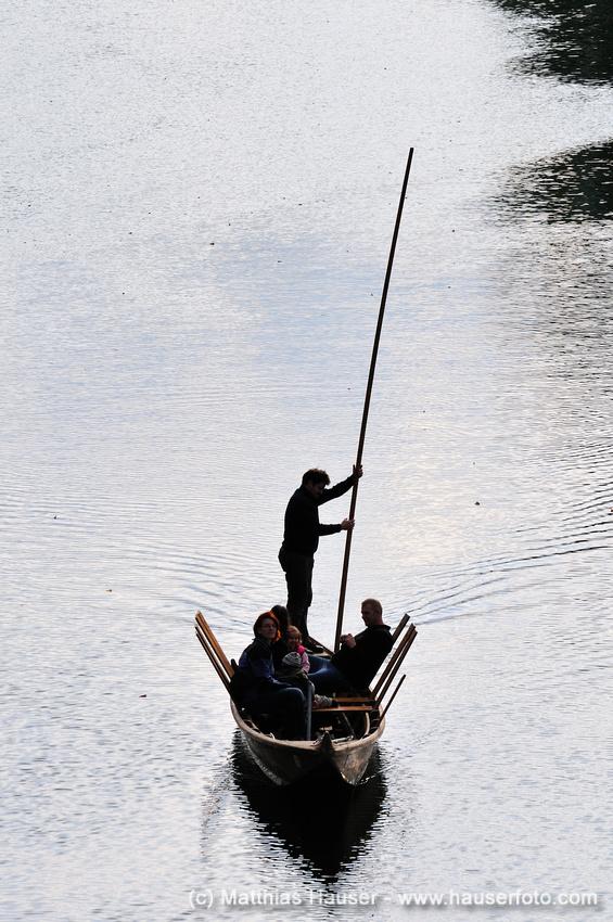Stocherkahn auf dem Wasser in Tübingen - Punt in Tuebingen Germany