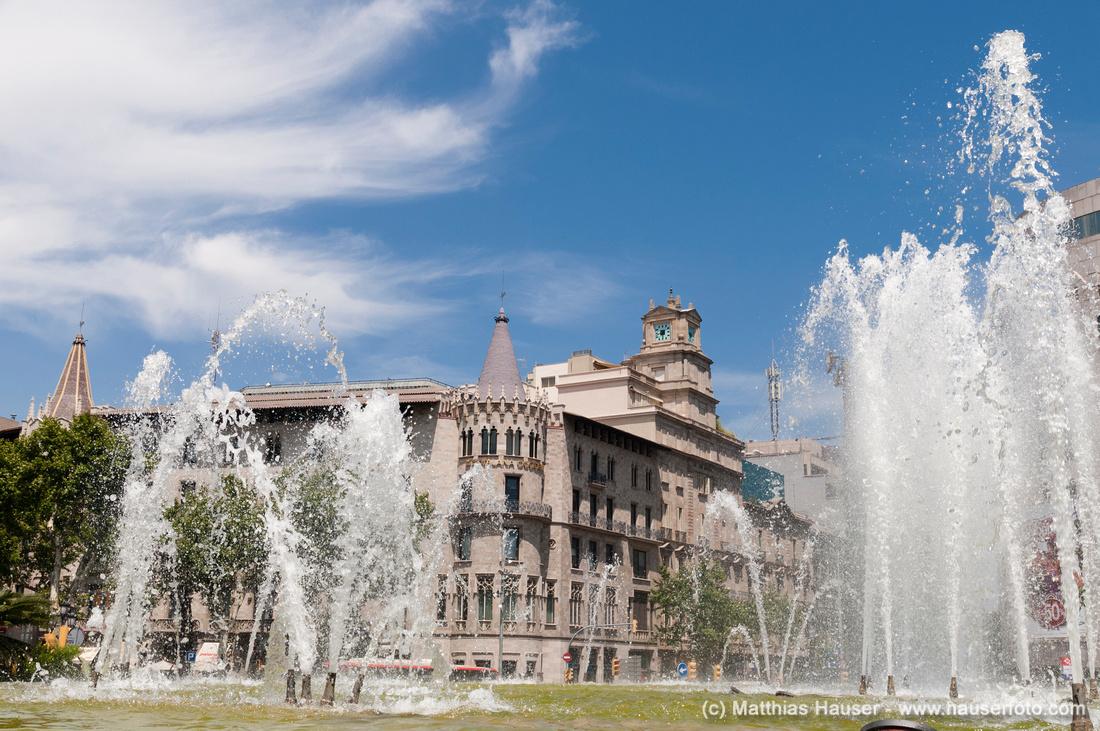 Springbrunnen am Placa de Catalunya, Barcelona, Katalonien, Spanien