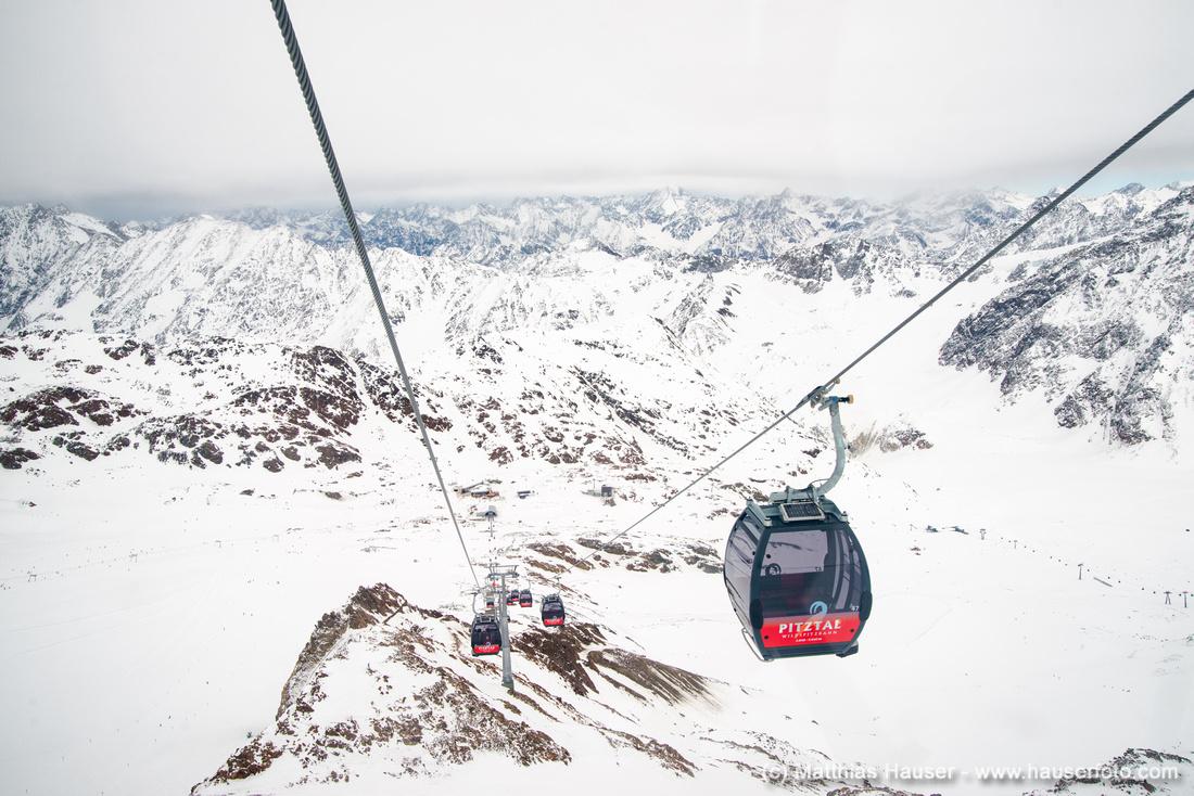 Wildspitzbahn und Berge im Winter Pitztal Österreich