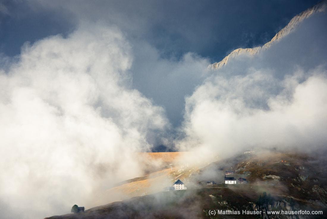 Dramatische Wolken und wunderschöne Lichtstimmung: Aletschbord, Belalp, Wallis, Schweizer Alpen, Schweiz