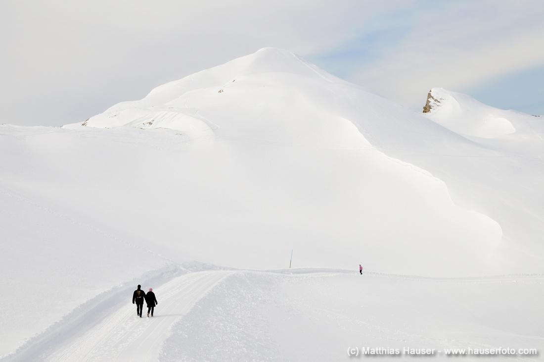 Massen von Schnee auf dem Winterwanderweg auf dem Gottesackerplateau, Österreich