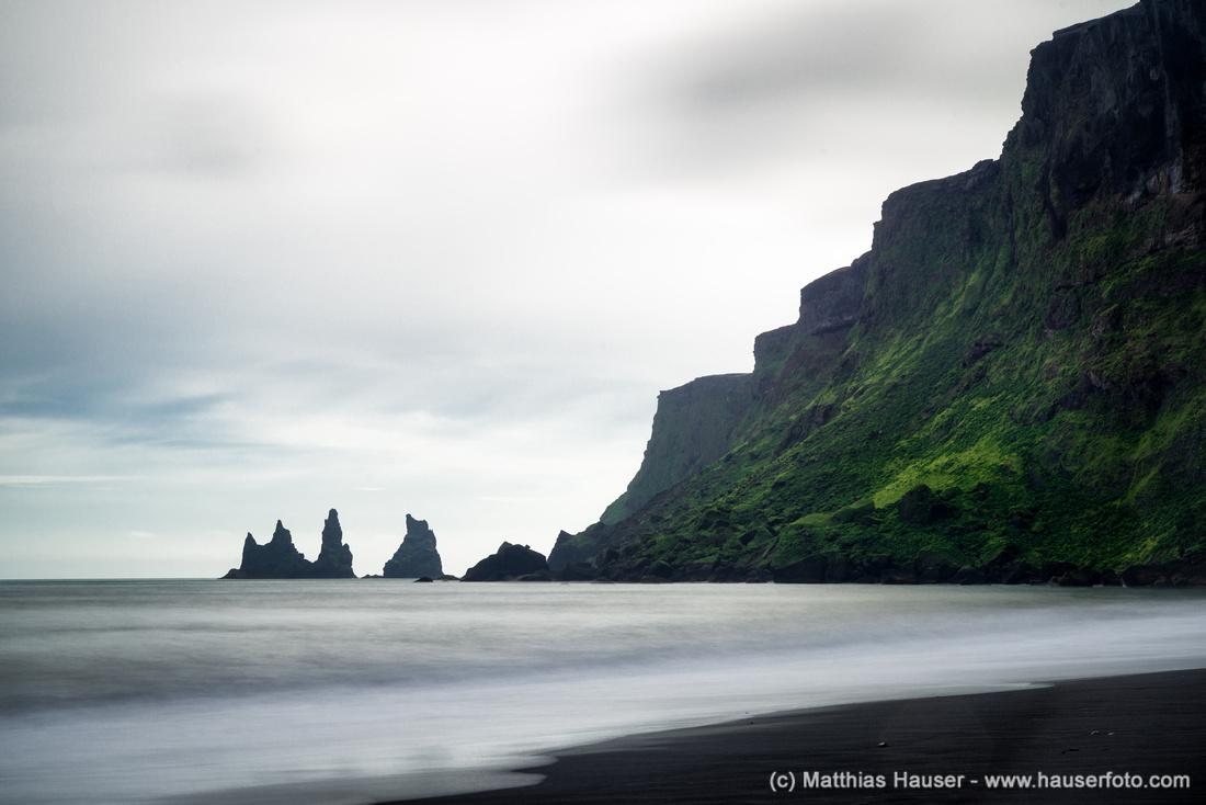 Water and cliffs - Reynisdrangar Vik Iceland