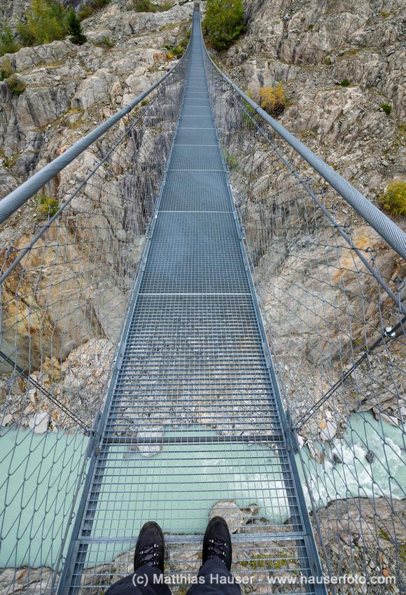 Hängebrücke über die Massaschlucht, Schweizer Alpen, Schweiz, Europa - Hanging suspension bridge Massaschlucht Swiss Alps Switzerland