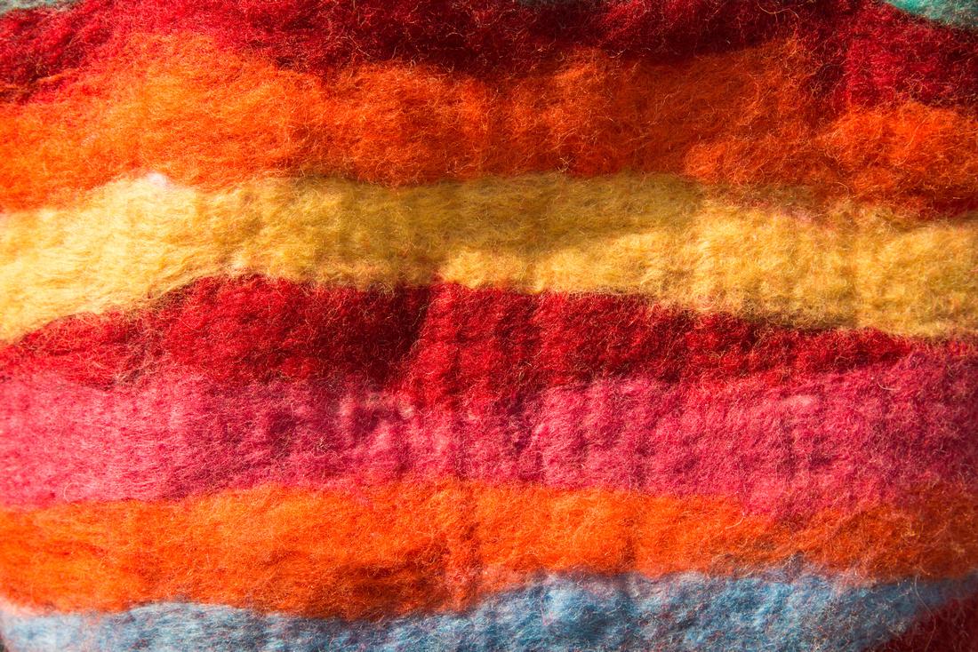 Farbenprächtiger Fild, rote und gelbe Töne, Detail