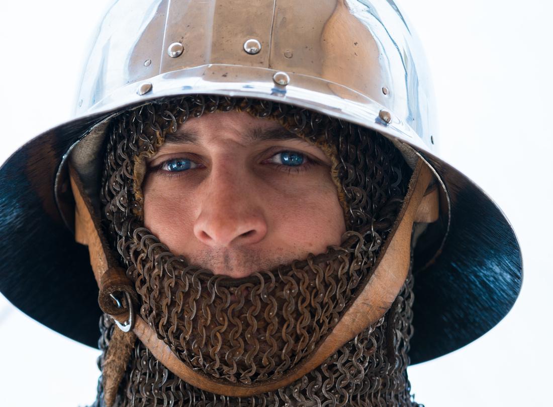 Ritter mit Helm und Kettenhemd, Porträt