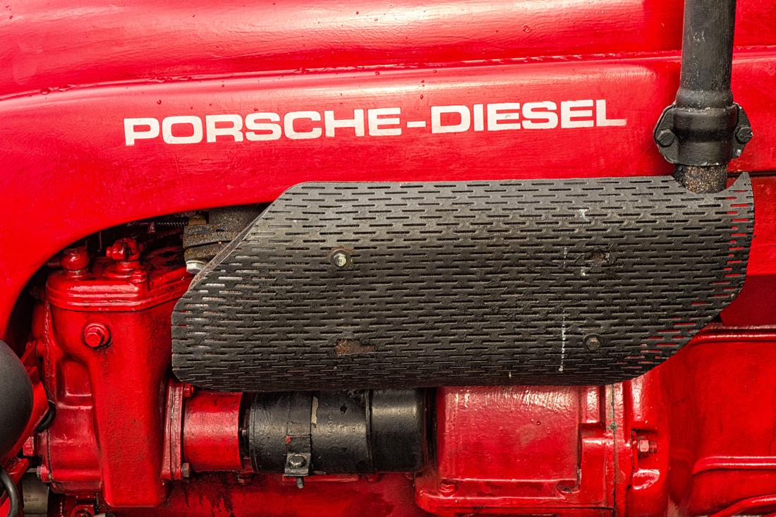 Roter Traktor Porsche Diesel Detail