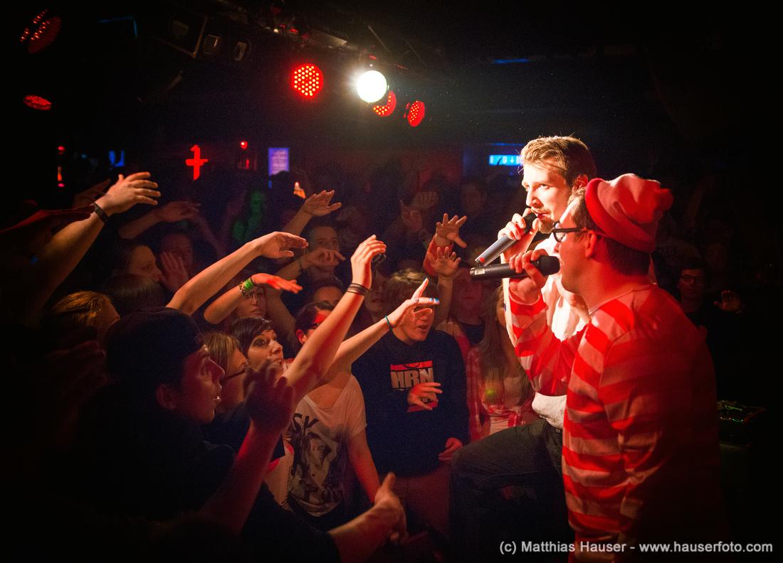 Alligatoah und BattleBoi Basti bei einem Rap Konzert im Keller Klub in Stuttgart