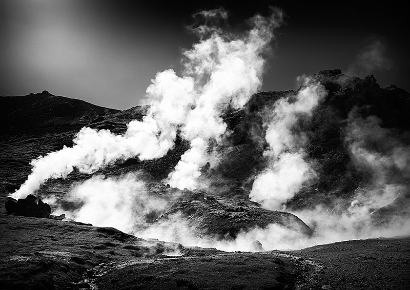 Steaming Iceland black and white - free PDF for newsletter signup