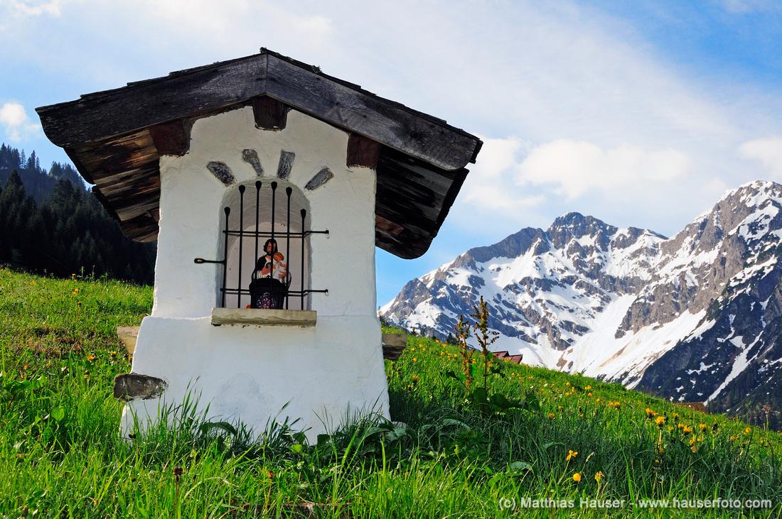 Bildstock im Kleinwalsertal, Vorarlberg, Österreich, Europa - A shrine in the Kleinwalsertal Valley, Vorarlberg, Austria, Europe