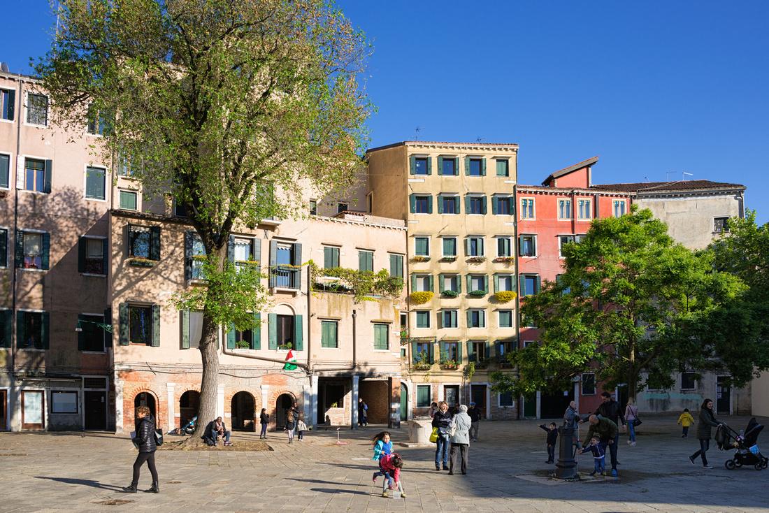 Campo di Ghetto Nuovo in Cannaregio Venice Italy
