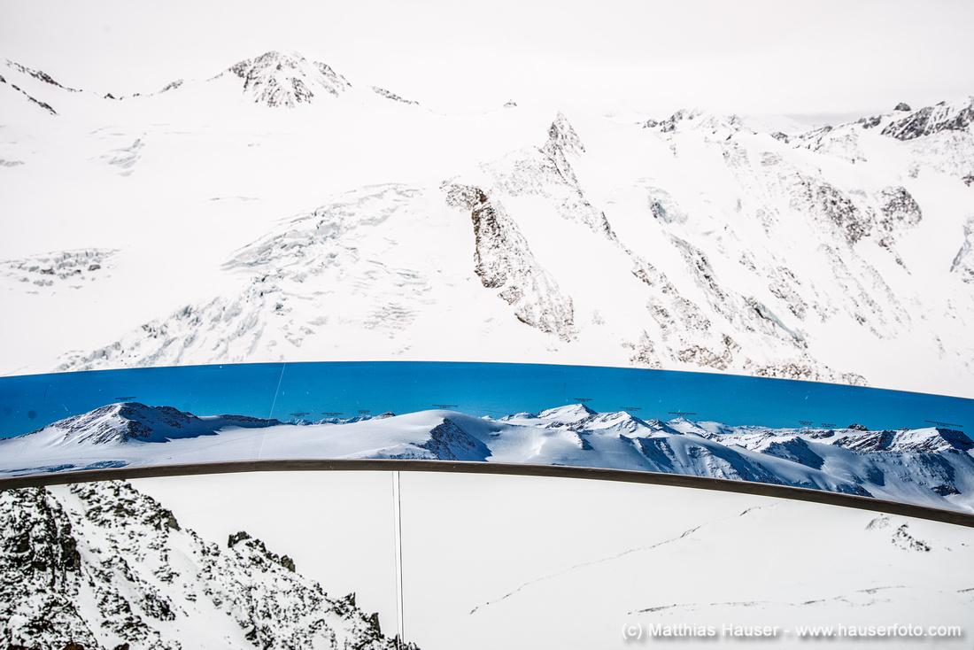 Traum und Realität - Blick auf Berge in Tirol Österreich